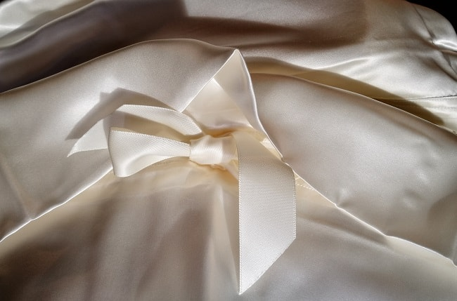 Pillowcase Ribbon Closure 650×450